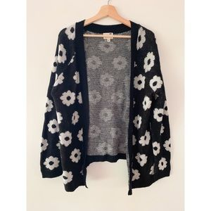 Black and White Daisy Print Cardigan